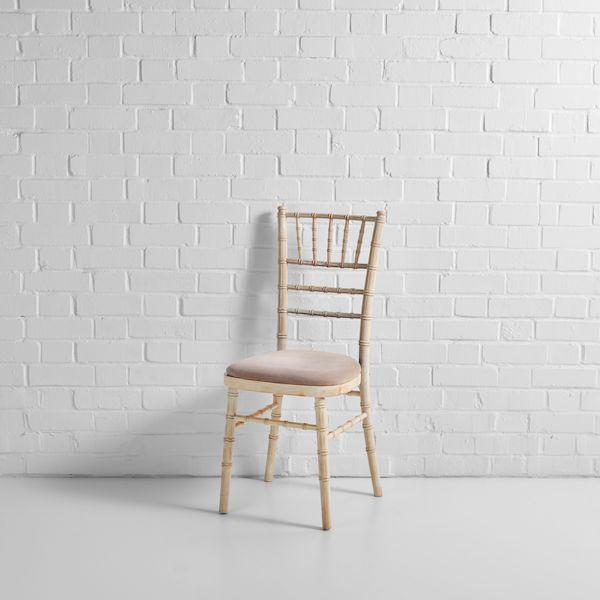 limewash chiavari chair front