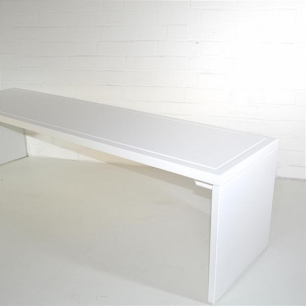 white wood exibition bench